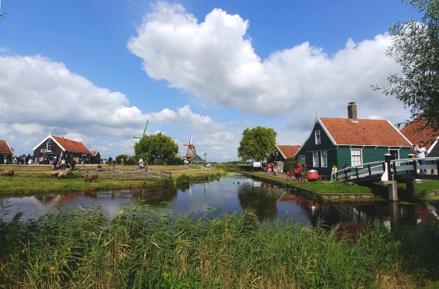 When the sun comes out at Zaanse Schans. byamandalia